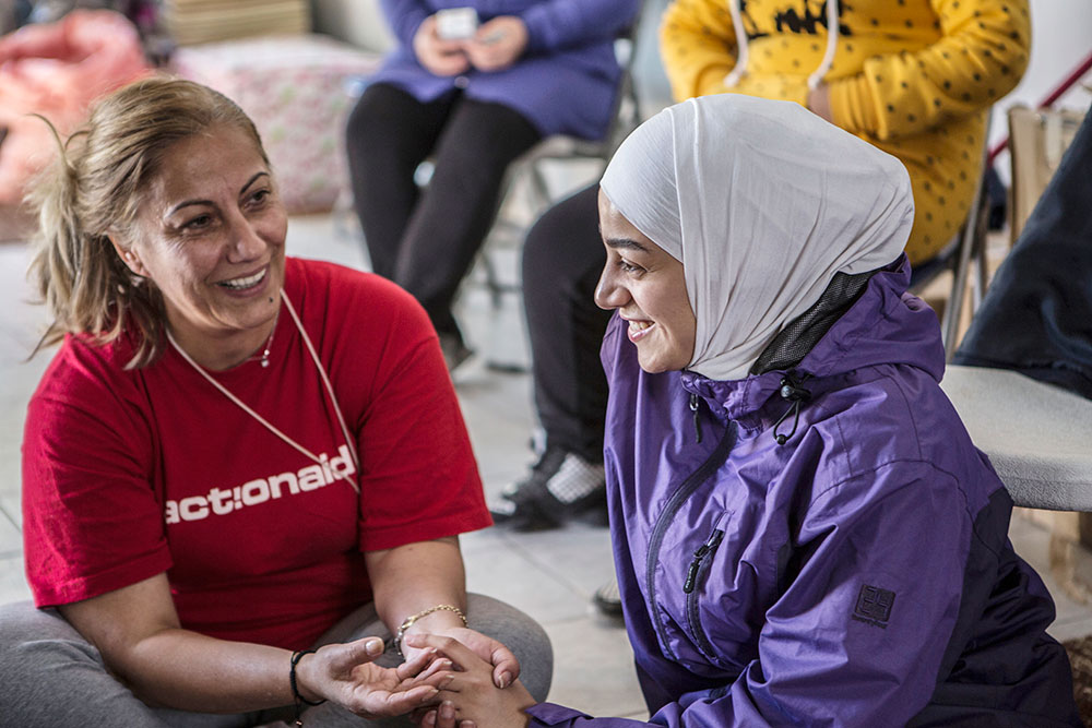 Jannete is able to speak with refugees in Arabic.
